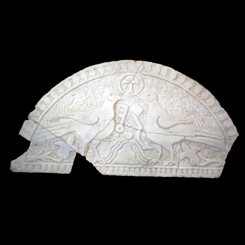 Ukrasna luneta oltara, Gata – Crkva sv. Ciprijana, sredina 6. st.